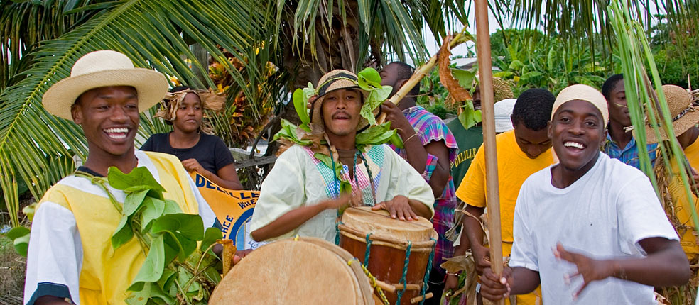 ' ' from the web at 'http://www.belizenet.com/images/stories/slideshow/garifuna_drumers.jpg'